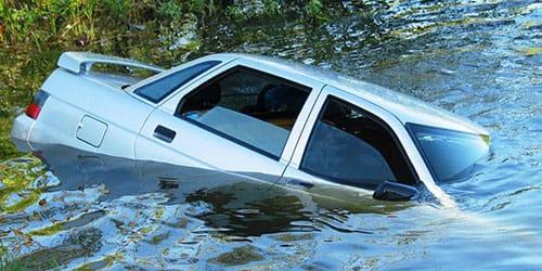 к чему снится что машина утонула